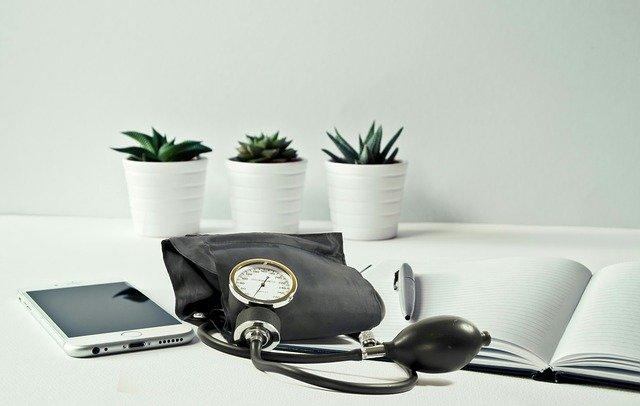 聴診器とノート